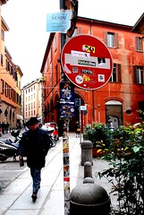 BOLOGNA STREET (PAOLO BALBONI) Tags: street italia bologna divieto cartellostradale