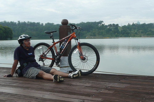 Maher and his Trek3900 by the lakeside..