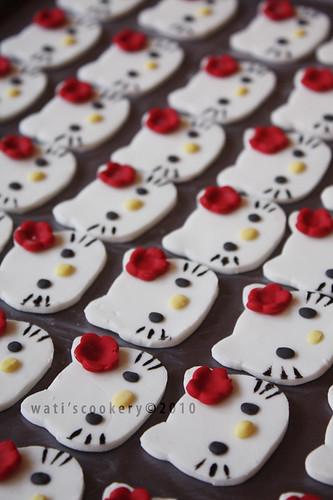 Hello Kitty Topper