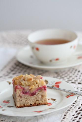 LIngonberry Tosca cake / Toskakattega pohlakook