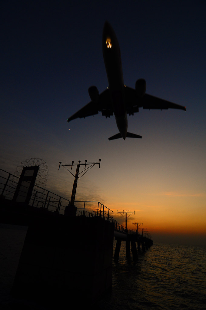 香港国际机场  几乎3-5分钟一班飞机在起飞或降落