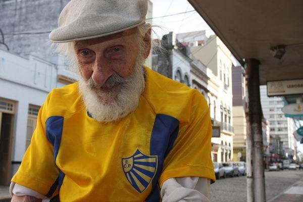 Seu Palombo, 102 anos de paixão pelo Pelotas.
