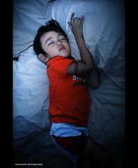Gripping your pillow tight (maraculio) Tags: direk artphotography nostrobistinfo grippingyourpillowtight maraculio removedfromstrobistpool zedliam seerule2 yongnuoyn460ii sanulitshootingnatin