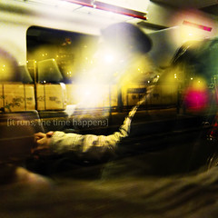 runs (Luis Hernandez - D2k6.es) Tags: barcelona road street trip light red cold girl yellow canon tia tren persona luces rojo gente ciudad colores invierno f2 farolas frio s90 ferrocarril renfe chaqueta 8pm adif montacada