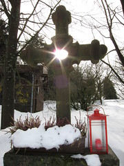 Sun shining through a holy (Lars Plougmann) Tags: winter snow germany cross hesse sunstar img0391