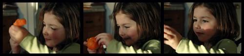 éplucher une mandarine