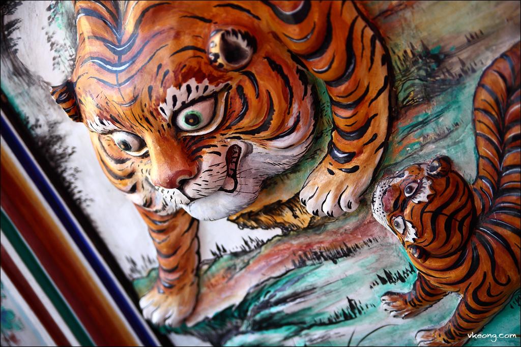 tiger-wall