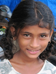 Girl in Goa - Terre d'Espoir (Pondspider) Tags: poverty india girl children child goa enfants enfant colva linde pauvret migrantworkers anneroberts annecattrell terredespoir janinegaiddon pondspider charitfranaise