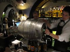Cask night @ Håndverkserstuene (Bernt Rostad) Tags: beer oslo norway bar restaurant norge pub ale bier ipa birra realale indiapaleale øl doubleipa caskale beerpub haandbryggeriet dobbeldose håndverkerstuene håndverkserstuene
