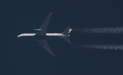 Transaero Boeing 767 with contrails
