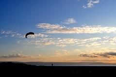 L'uomo che vola (embruein) Tags: kite tramonto nuvole mare ombra natura che rosso kitesurf calabria luomo vola tramontosulmare luomochevola