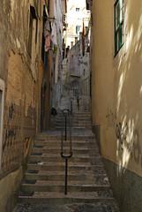 Subes o bajas? (Jordi Moya) Tags: festival stairs lisboa msica subida recuerdos escaleras escalones barandilla callejn escales bajada carrer baranda callejuela sineditar esglaons pasote mrdavidmateos labandadedavidmateos ainsqueguasatengoencima menudoverano esteaorepitoquizs