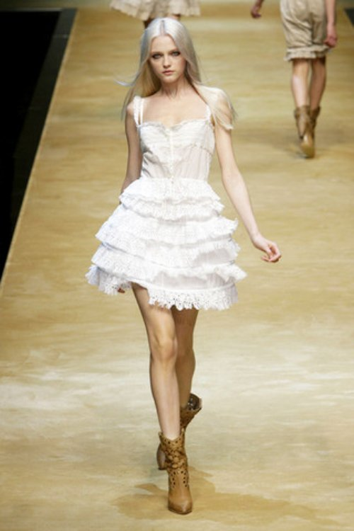 D-and-G-Podium-spring-fashion-2010-049_runway,nytt