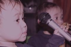 singing bebe Mik :)