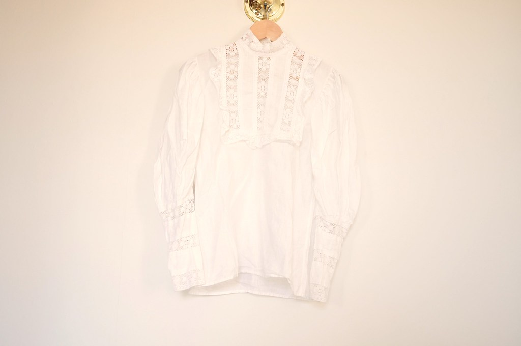 vintage lace puff sleeve top