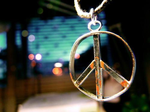 paz e amor simbolo. A paz é a gente quem faz