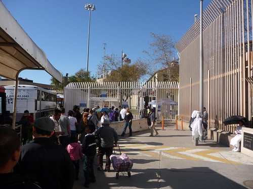 Long lines to cross the border to the US at Tijuana