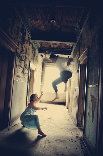 フリー画像| 人物写真| 一般ポートレイト| 恋人/カップル| 格闘/決闘| 跳ぶ/ジャンプ|      フリー素材|