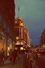 ⑺ Harrods At Night :) (- M7D . S h R a T y) Tags: street uk light london night lights unitedkingdom harrods wordsbyme london2010 ®allrightsreserved™