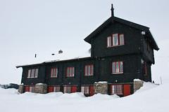 Det gamle trnbygget (TrulsHE) Tags: winter white snow cold norway norge vinter cloudy dnt sn haukeli kaldt hvitt overskyet fjellstue haukeliseter turistforeningen