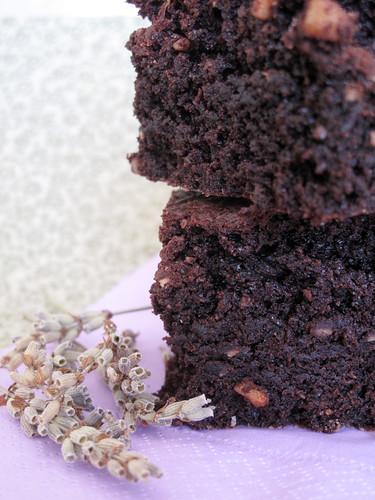Torta cacao, lavanda e olio d'oliva