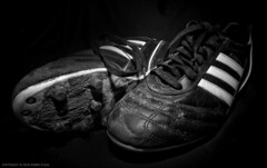 Kaiser 5 kicks (Robin Staal) Tags: white black robin soccer tokina 600 kicks kaiser adidas f4 sb 1224 staal blackwhitephotos abigfave nikond90 blackwhiteaward