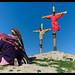 Virgen junto a crucificados
