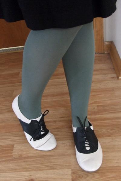 04.12.10 legwear detail