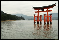 Torii @ Itsukushima shrine (C|ick) Tags: west japan nikon shrine miyajima itsukushima d300s