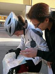 Paola e Andrea con la cartina
