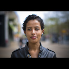 Streetshot Groningen (Paul - Somers) Tags: portrait brown holland girl nederland holanda mei groningen portret beautifuleyes beautifulgirl bruin streetshot zuiderdiep grunn lerenjas meimaand nikond90 beautifulholland mei2010 beautifulgroningen mooigroningen