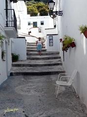 ¿Descansamos? (pibepa) Tags: calle alley panasonic silla callejeando escaleras málaga alleys suelo vicoli señora callejones callejón pueblosblancos frigiliana calleja gorrones pibepa rinconesfrigiliana