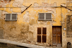 abstract art in Florence (freetrader57) Tags: italy holiday building yellow wall vakantie plaster toscane 2010 degraded