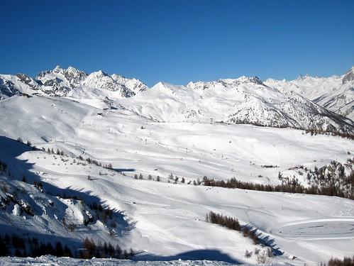 Serre-Chevalier - Secteur Chantemerle, petit alpe au premier plan, télésiège Grand Serre