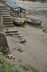 Blurry (fallrod) Tags: río blurry galicia basura barcas mendo betanzos sedimentos puddleofmud ríomendo