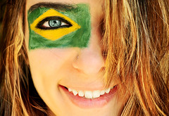World Cup South Africa (Larissa Grace.) Tags: world africa brazil cup bandeira brasil south go felicidade olhos alegria sorriso menina mundo copa futebol comemorao 2010 brasileira azuis sorrindo