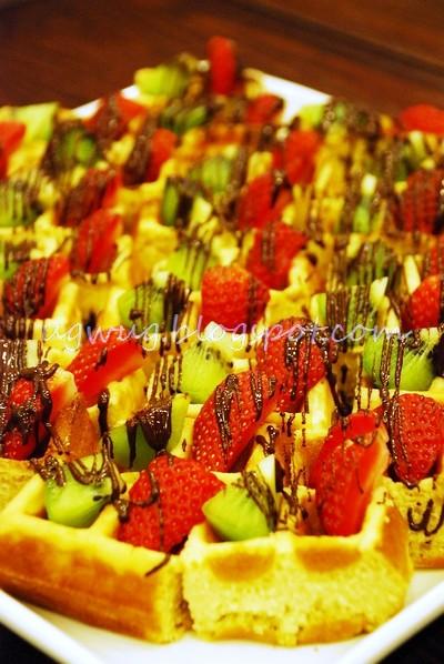 Kiwi & Strawberry Waffles!