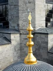 2010 istanbul 275 (ebruzenesen - esengül) Tags: turkey türkiye istanbul mosque ottoman cami deniz mavi sultanahmet bulut minare kubbe architec yeşillik süsleme alem şadırvan avlu tarihiyapı ebruzenesen muslimcultur dikiltaş
