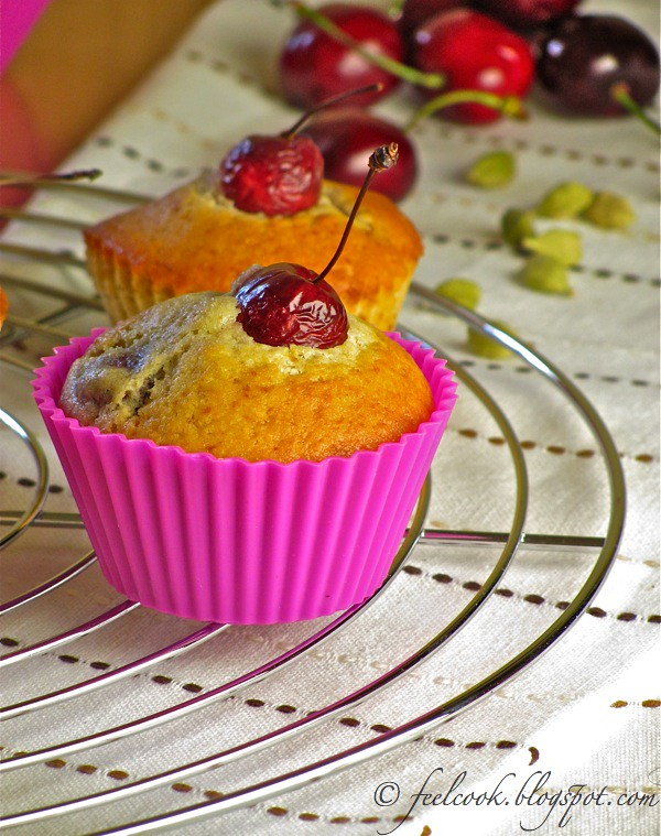 Mini muffins integrali alle ciliege e cardamomo