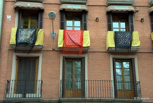 Balcones engalanados en la Avenida de San Ignacio el día de la celebración del Corpus Christi de 2010