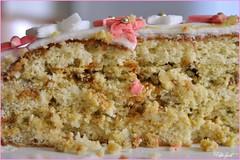 32 cake (Arsumigli aka Papi) Tags: birthday flowers food white rose cake nikon rosa sugar dolce icing fiori compleanno bianco 32 torta cibo decorated d90 fiorellini pdz pistacchi 18giugno trapunta decorata caramellati confettini pastadizucchero arsumigliakapapi