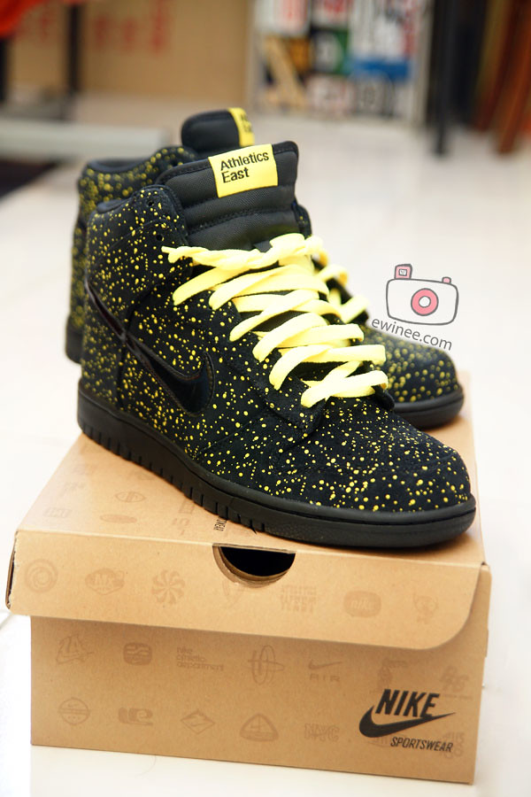 NEW-NIKE-YELLOW-POLKA-DOTS-ATHLETICS-EAST-3