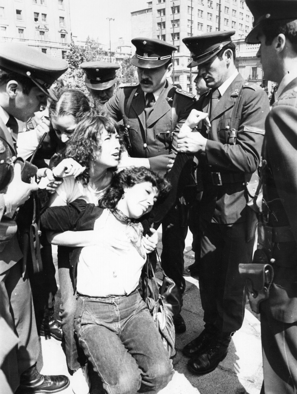 Сексуальные пытки женщинв гестапо 27 фотография