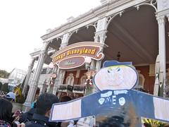 Flat Everett visits Tokyo Disneyland