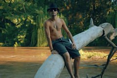 Summertime Clothes (Rodrigo Piedra) Tags: trees boy summer youth river juan summertime youngboy summertimeclothes juanranco riverandtrees nodejealniogritar