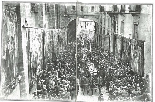 La procesión del Congreso Eucarístico de 1926 pasa por Arco de Palacio. Revista La Esfera