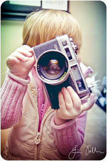 15.365 : Kids with cameras.