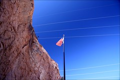 banner (loop_oh) Tags: arizona lake black wall river star see colorado energy power dam wand flag nevada energie border banner canyon boulder pole hooverdam lakemead coloradoriver hoover poles mast mead damm fluss powerpole stern fahne strom flagge frontier spangled starspangledbanner blackcanyon bouldercity grenze staumauer powerpoles starspangled staudamm hooverdamm sternenbanner