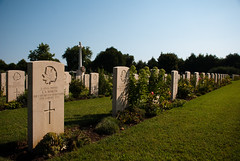Cimitero di guerra canadese - Ortona (Dario-F) Tags: italy canada war flickr guerra cimitery abruzzo cimitero ortona d80 secondaguerramondiale bellabruzzo cimiterocanadese