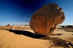 Improbable in color (hapulcu) Tags: sahara algeria algerie argelia tamanrasset tagrera absolutelystunningscapes tahaggar